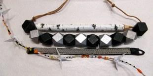 Halsband, tenntrådsarmband, umeåpenna och trandans att hänga upp i fönstret