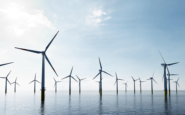 Flere vindturbiner til havs. Foto