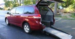 2013 Toyota Sienna LE – Rear Entry