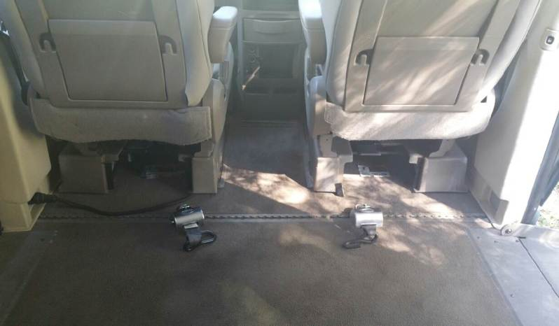 2008 Chrysler Town and Country LX – Side Entry full