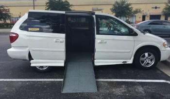 2007 Chrysler Town & Country Side Entry Wheelchair Van