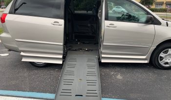 2008 Toyota Sienna Side Entry Wheelchair Van full