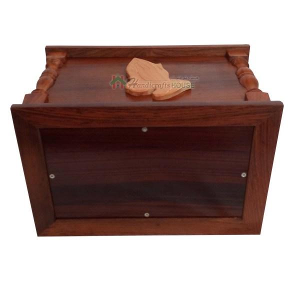 lid opening woode urns