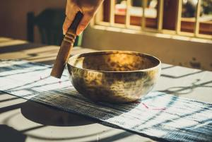 how to play singing bowl