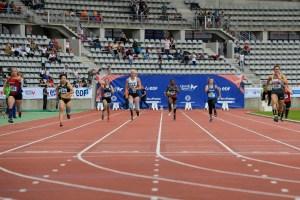 Clémence lors de sa course (au centre)
