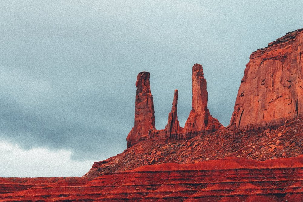 Monument Valley - Zipping back and forth between Utah and Arizona! (3)