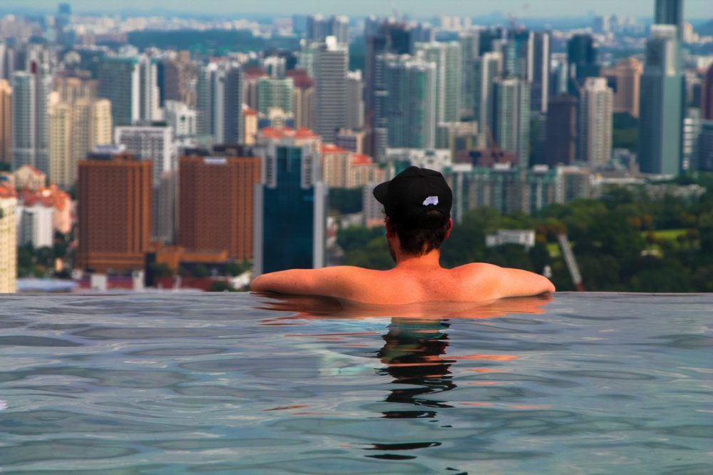The Marina Bay Sands Hotel and Infinity Pool in Singapore via Hand Luggage Only Blog www.handluggageonly.co.uk (2)