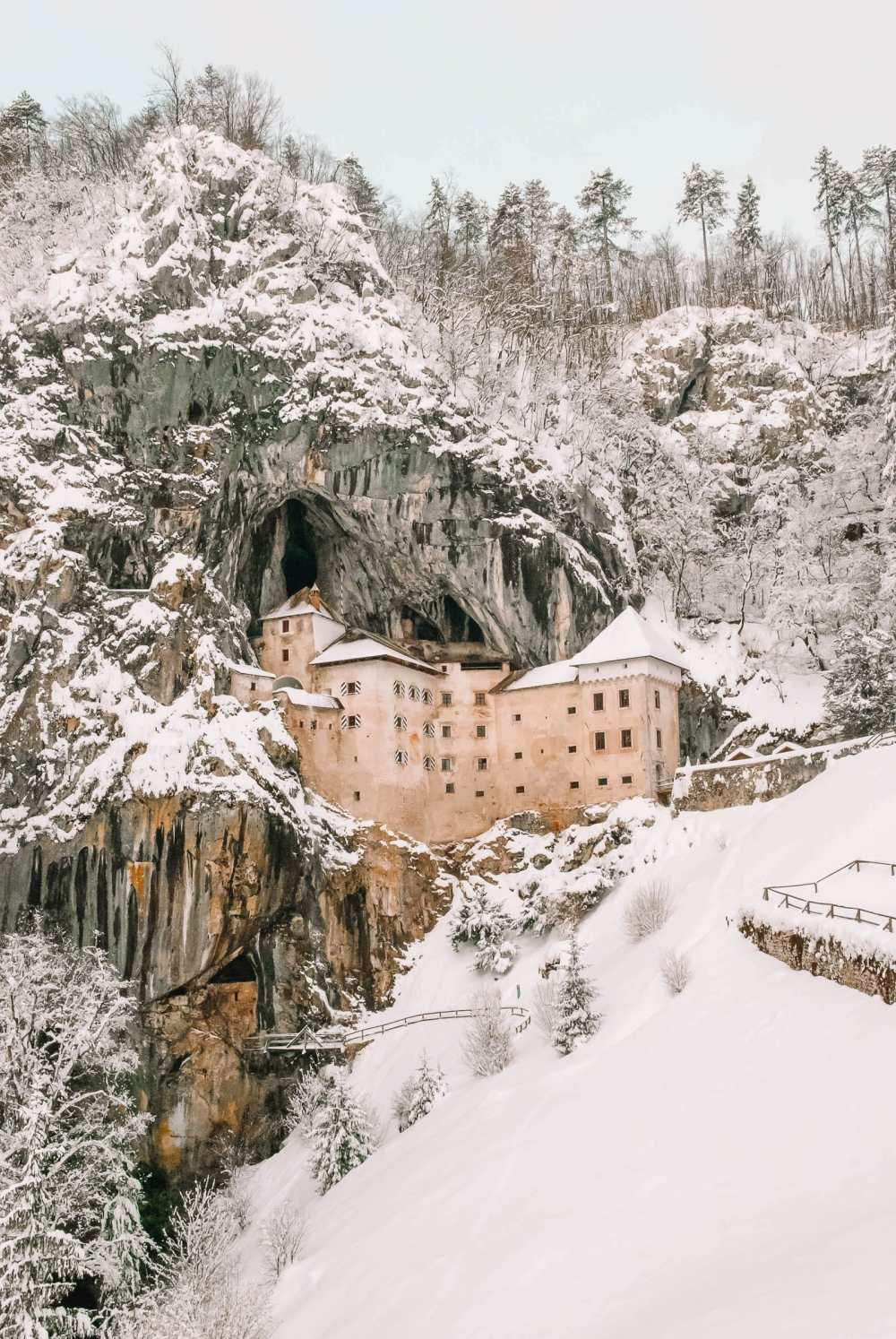 Pretty Castles In Europe To Visit (17)