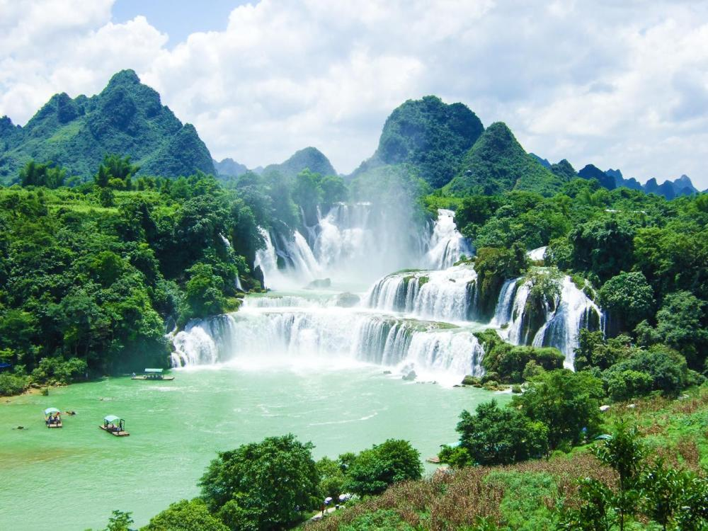 14 Amazing Waterfalls Around The World You Have To Travel To See! (5)