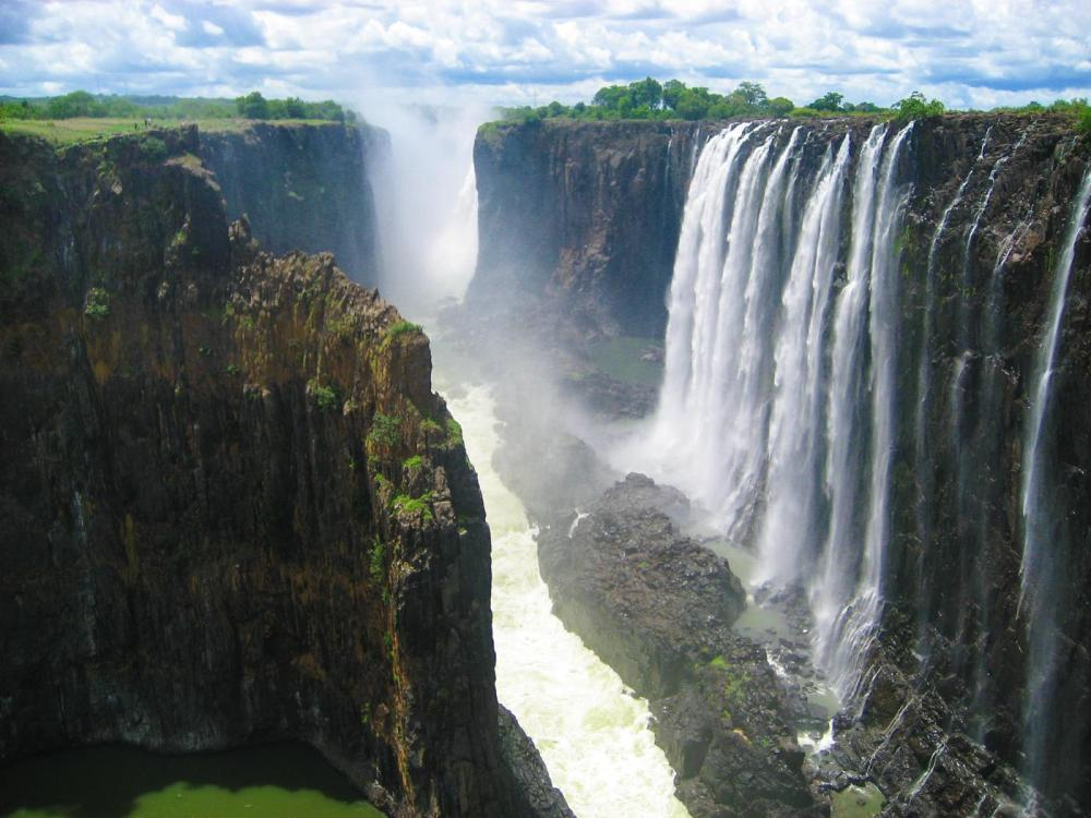 14 Amazing Waterfalls Around The World You Have To Travel To See! (13)