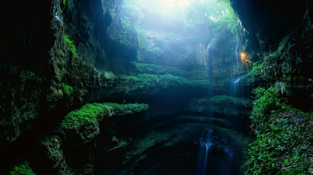 12 Impressive Caves Around The World You Need To See! (14)