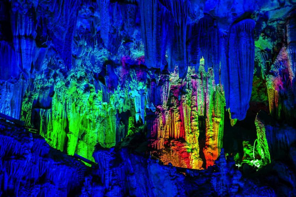 12 Impressive Caves Around The World You Need To See! (24)