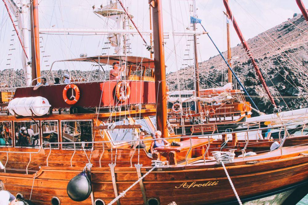 Conquering Volcanos in Santorini, Caldera, Sailing, Boat Trip, Greece (17)