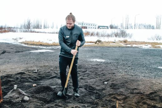 The 1st Day in The Land Of Fire and Ice - Iceland! Lava Baking, Geo-Thermal Pools And The Golden Circle (Part 1) (7)