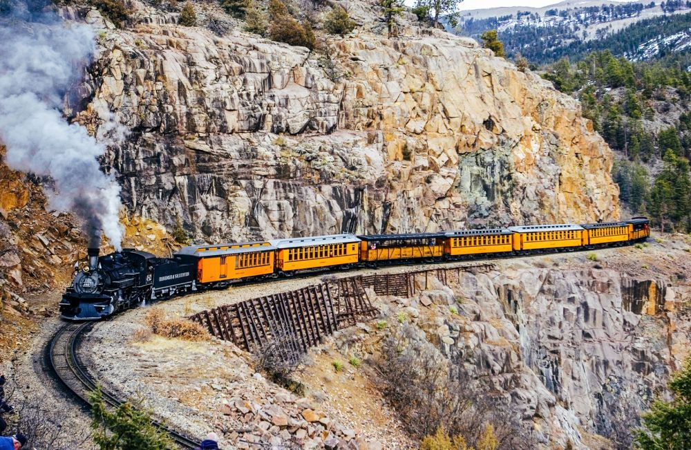 The 15 Most Beautiful Train Journeys Across The World You Have To Travel On! (5)