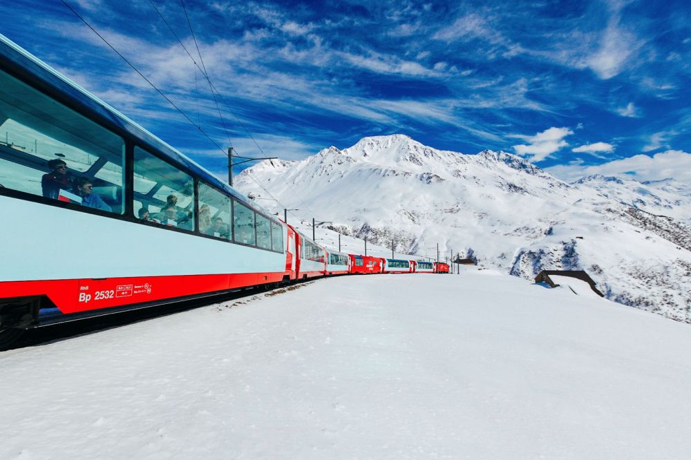 The 15 Most Beautiful Train Journeys Across The World You Have To Travel On! (13)