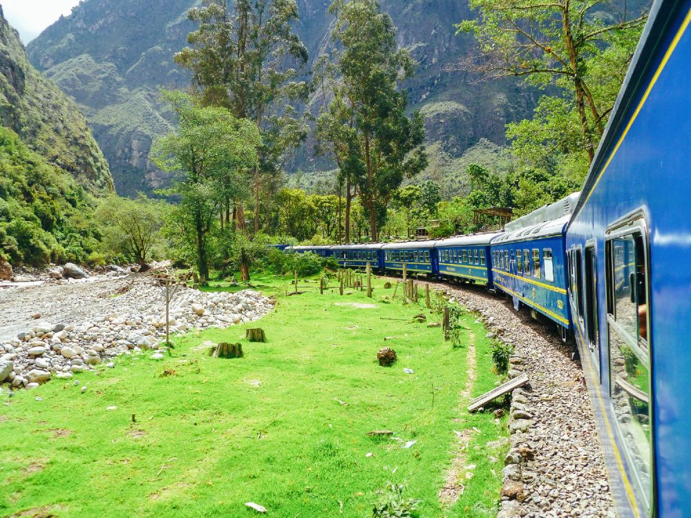 The 15 Most Beautiful Train Journeys Across The World You Have To Travel On! (23)