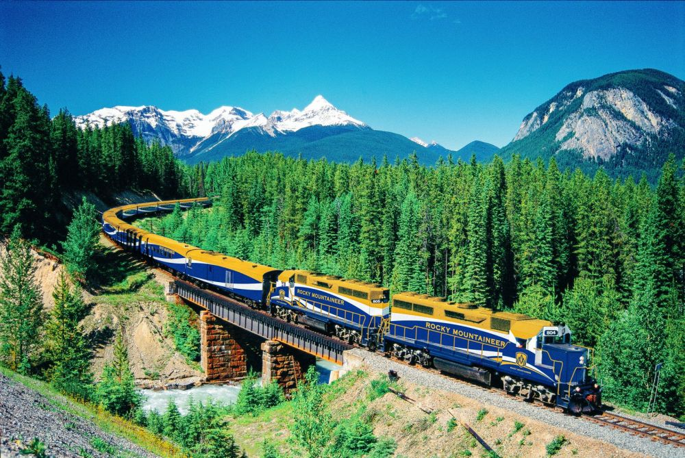 The 15 Most Beautiful Train Journeys Across The World You Have To Travel On! (25)