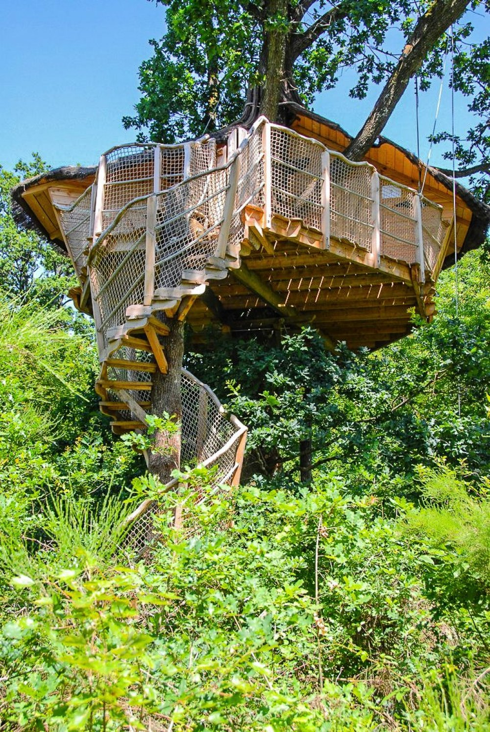 10 Gloriously Quirky Tree Houses To Visit This Year! (15)