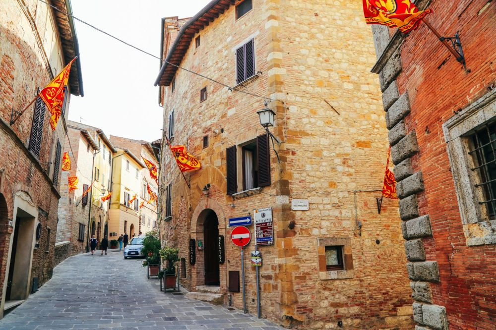 Montepulciano - The Italian Medieval Town In The Mountains... (25)