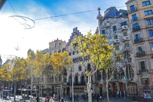 6 Must See Buildings By Gaudi In Barcelona (54)