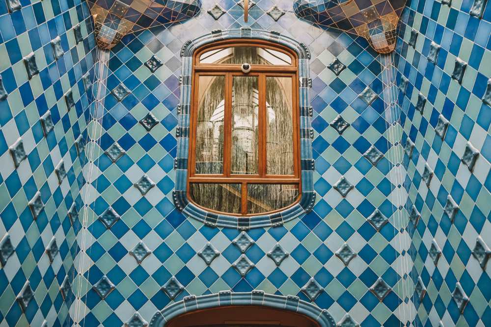 6 Must See Buildings By Gaudi In Barcelona (5)