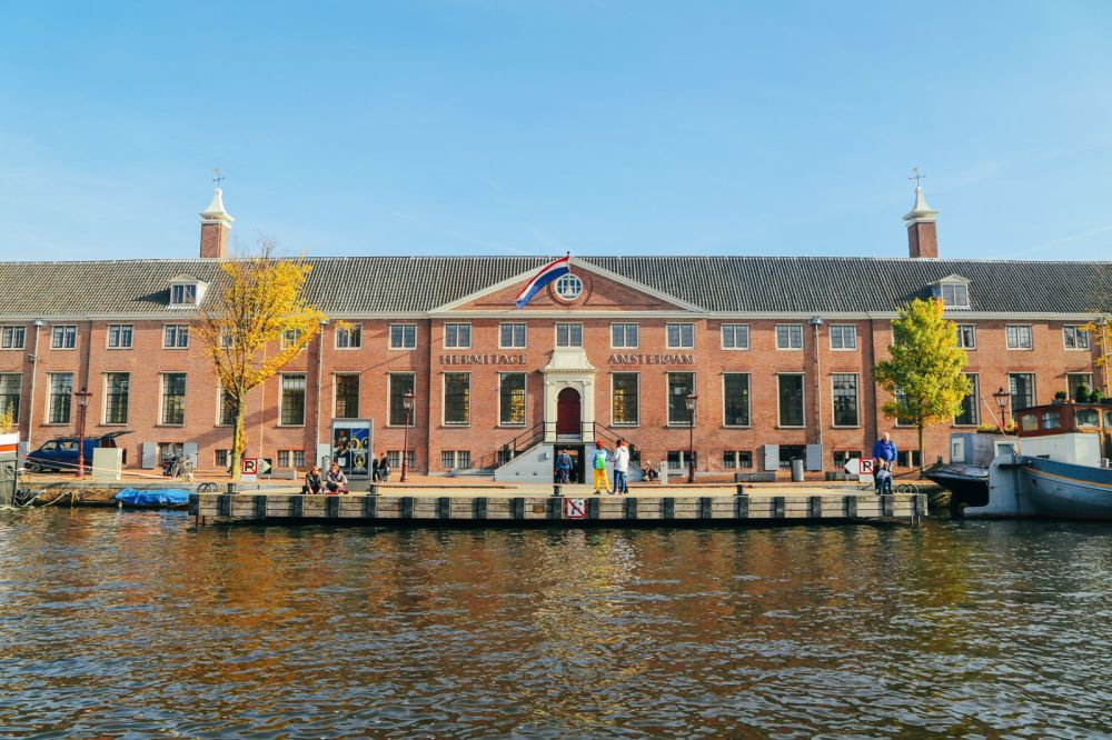 Exploring Amsterdam's Canal (By Driving A Boat For The First Time!) (21)