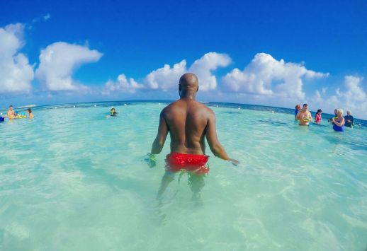 How To Swim With Wild Stingrays In Antigua (3)