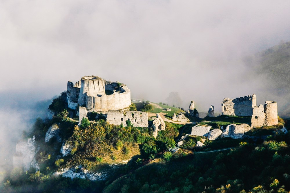 10 Fairytale Castles You Must Explore In France (18)