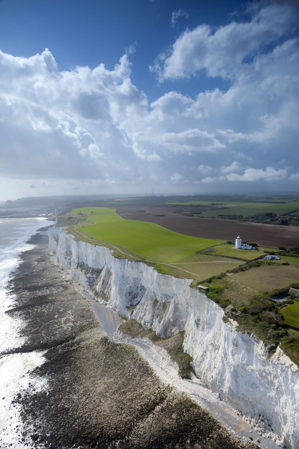 20 Essential Places You Must Include On Your British Road Trip (2)