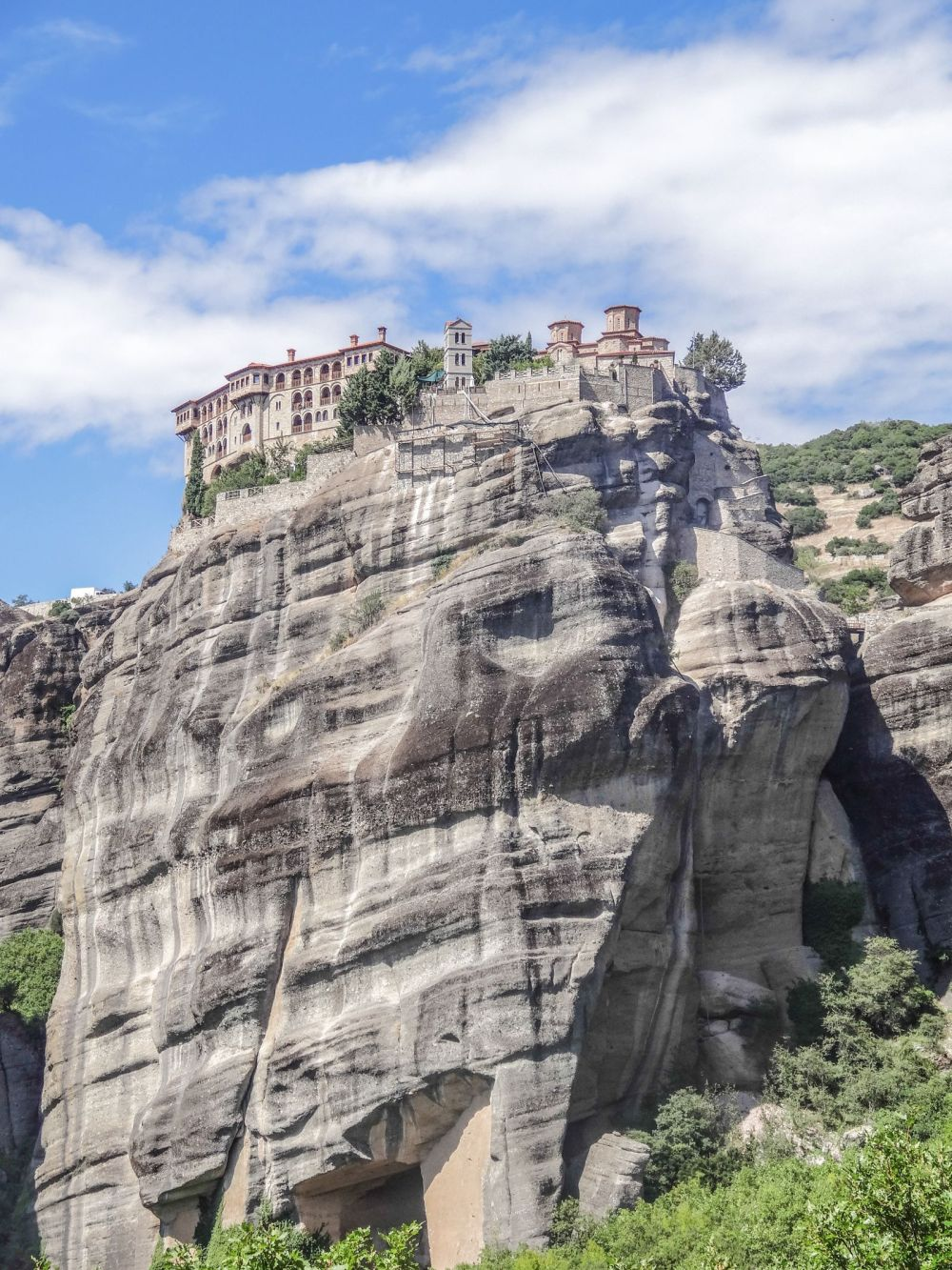Why & How You Will Want To Visit Metéora in Greece! (8)