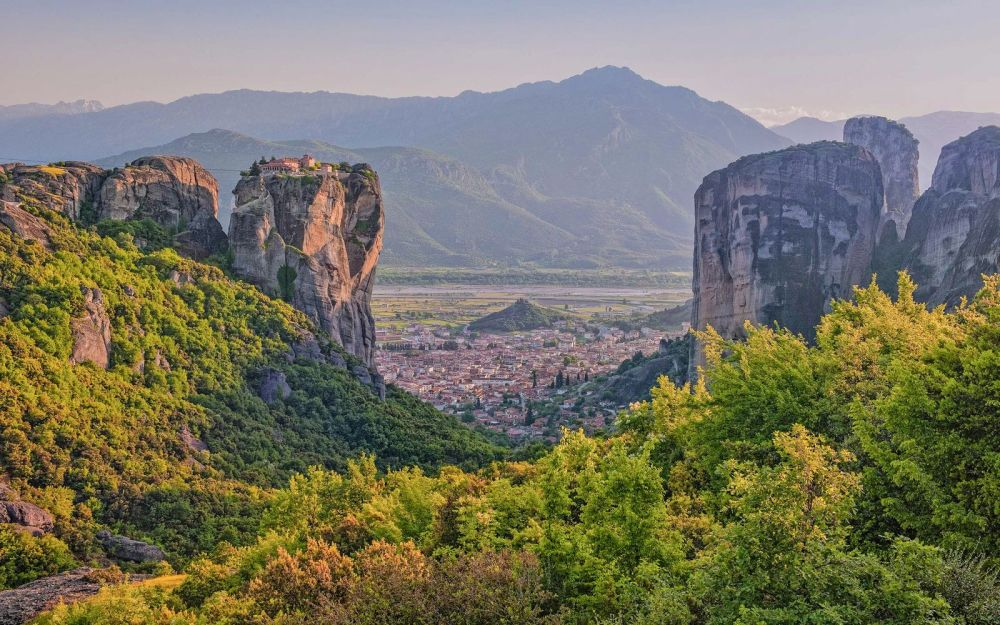 Why & How You Will Want To Visit Metéora in Greece! (10)