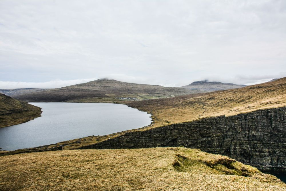 Have You Ever Seen The Cliff Top Lake of Sørvágsvatn, Faroe Islands? (11)