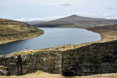 Have You Ever Seen The Cliff Top Lake of Sørvágsvatn, Faroe Islands? (9)