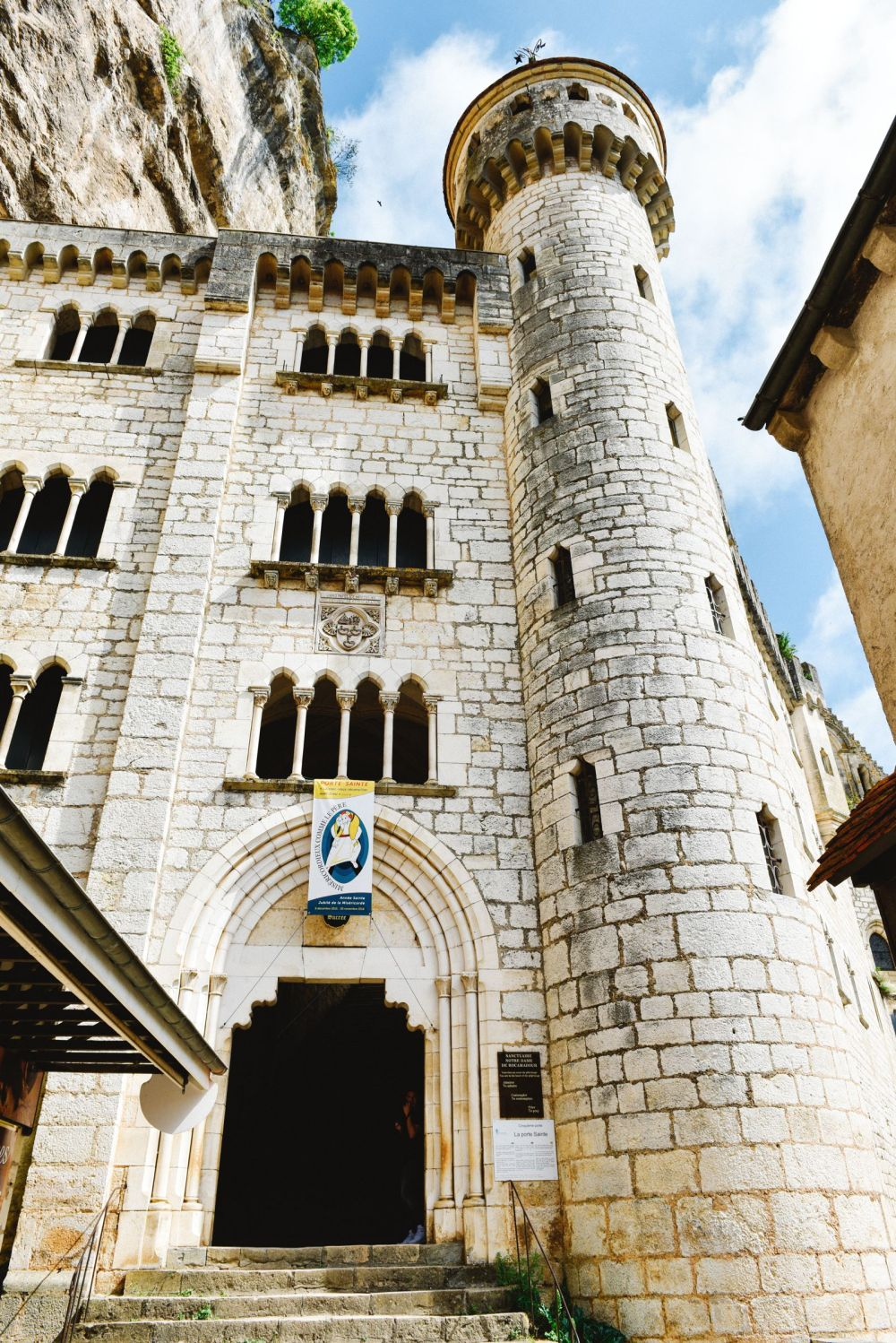 This Is The Most Dramatic Village In France - Rocamadour (26)