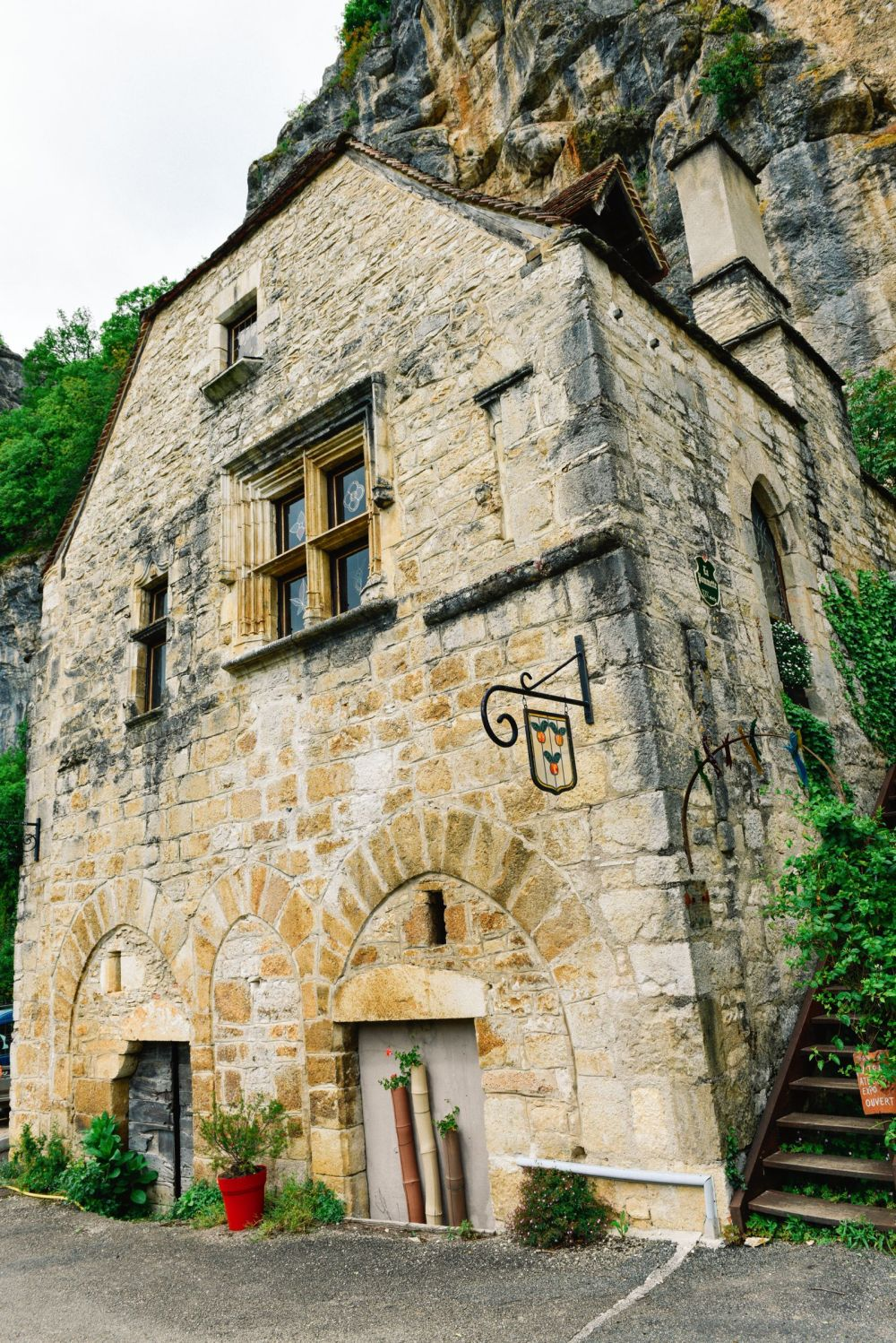 This Is The Most Dramatic Village In France - Rocamadour (52)