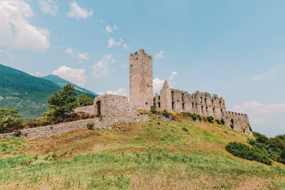 10 Very Best Castles In Italy To Visit (18)