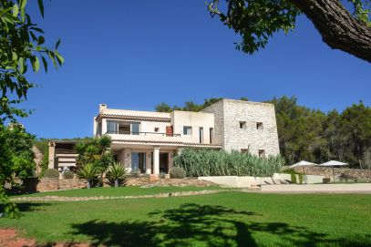 This Is Your Oasis Of Calm In Ibiza - Soulshine Yoga Retreat (3)