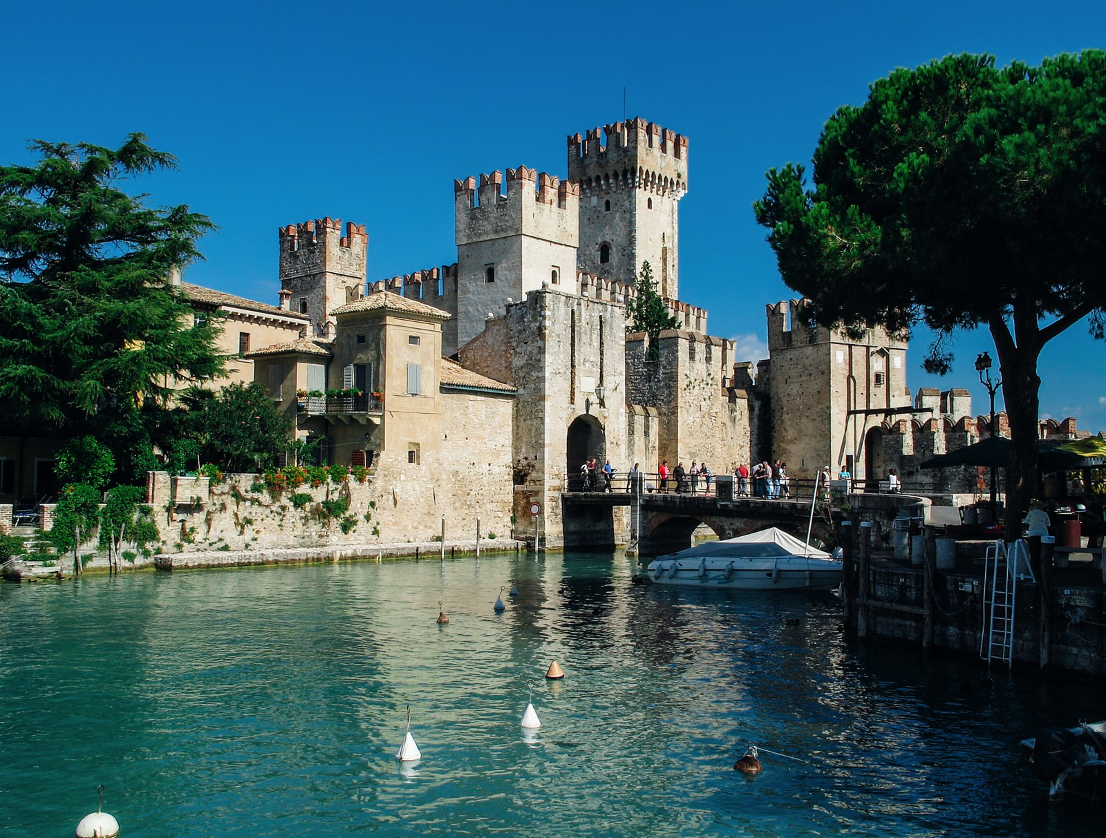 10 Amazing Castles You Have To Visit In Italy (3)