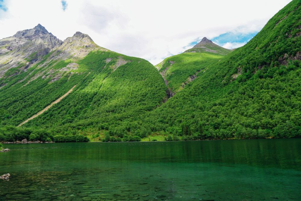 Driving Through The Absolutely Stunning Norangsdalen Valley In Norway (3)