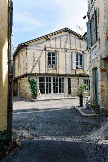 Charming Issigeac... The Medieval Village In France's Dordogne Valley (3)