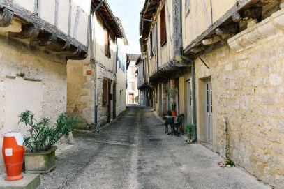 Charming Issigeac... The Medieval Village In France's Dordogne Valley (4)