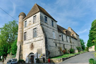 Charming Issigeac... The Medieval Village In France's Dordogne Valley (13)