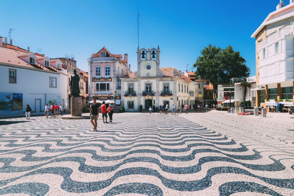 The Beautiful Seaside Town Of Cascais In Portugal... (33)