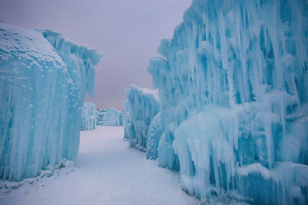 Edmonton City In Alberta Canada - Ice Castles And Travel Photos (6)