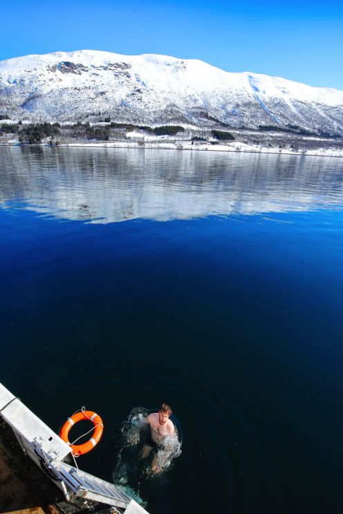 Visiting The Artic Circle in Tromso and Sommaroy in Norway, Europe. Northern Lights, Snow Mountains, Seaside (25) (14)