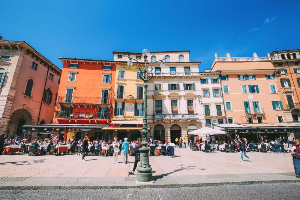 Piazza Bra And Arena di Verona... Italy (18)