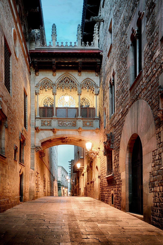 Callejuela de Barrio Gotico - otra de las 12 cosas para ver y hacer en Barcelona