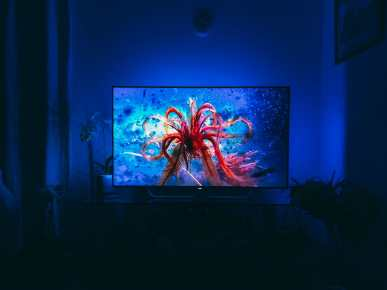 7 Reasons Why It's Great To NOT BeTravelling... And Instead, Be At Home! Philips OLED 4K TV (4)