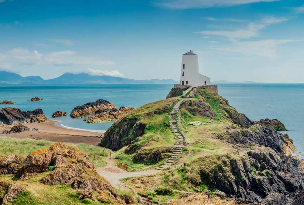 16 Places To Enjoy The Best Seaside Holidays In the UK (7)